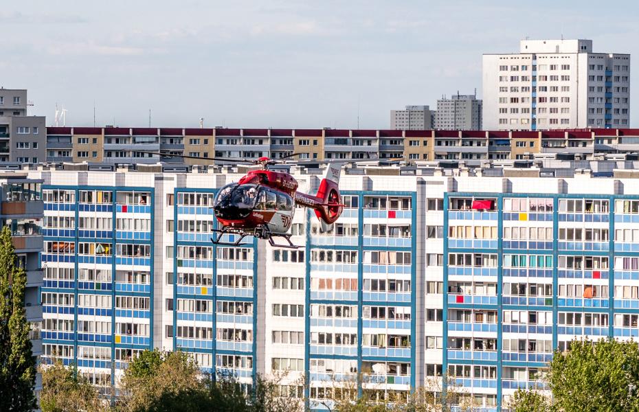 Schnellstmögliche Hilfe immer und überall, auch während der Corona-Epidemie: Die Hubschrauber der DRF Luftrettung sind zur Stelle.