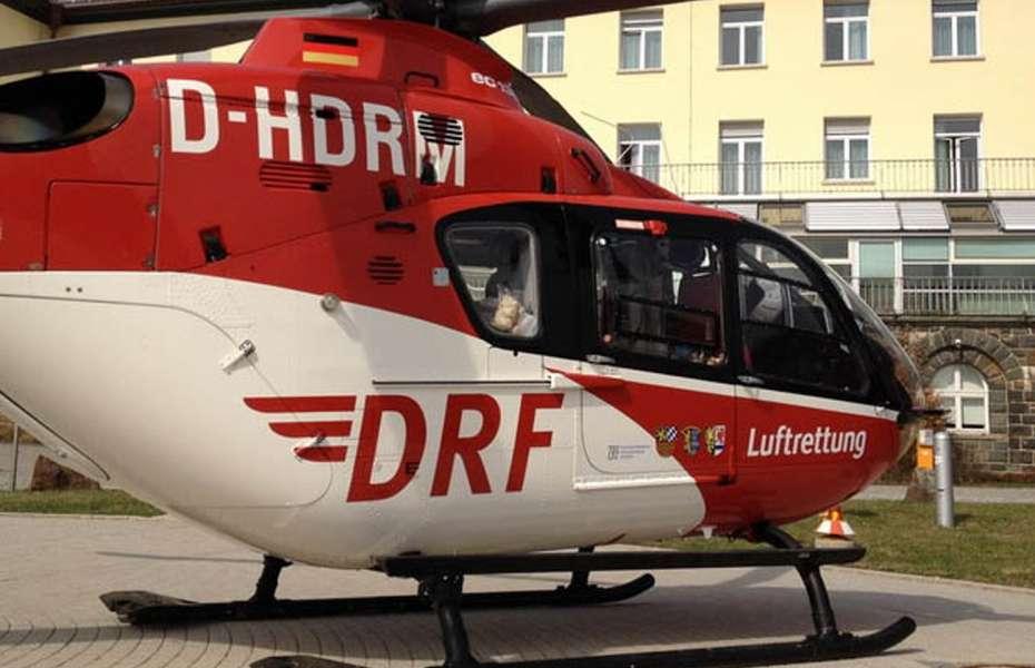 """""""Christoph 80"""" landet vor der Klinik in Bayreuth."""