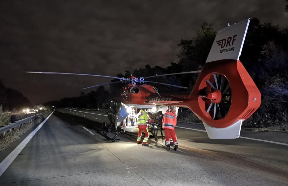 Bei Einsätzen in der Nacht kommen in den Hubschraubern der DRF Luftrettung hochmoderne Nachtsichtbrillen zum Einsatz, die Flüge in Dunkelheit noch sicherer machen.