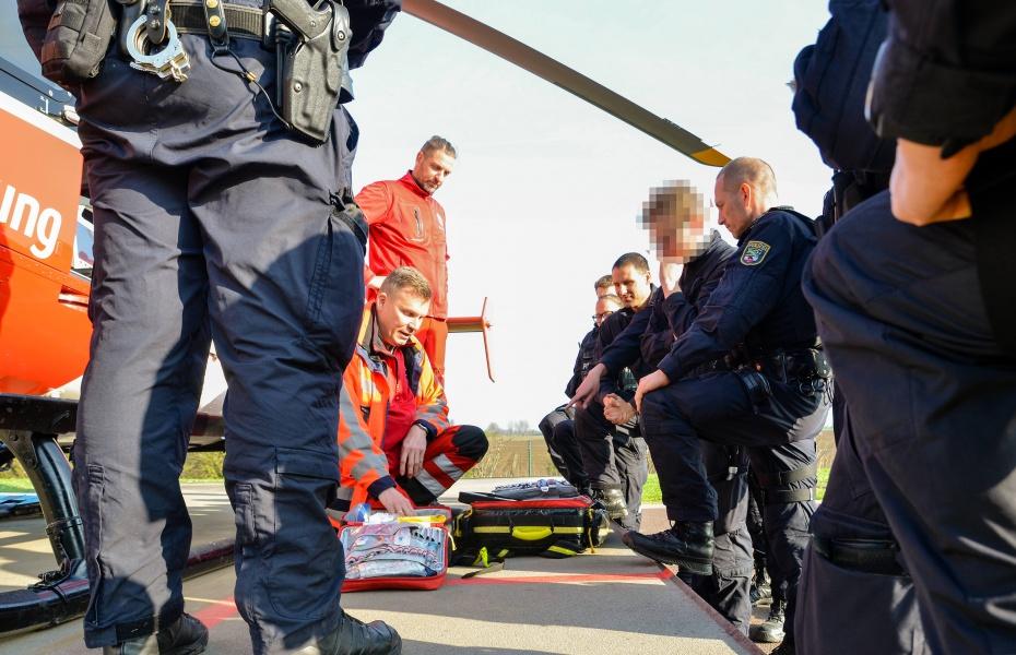 Detaillierte Erläuterungen zur medizinischen Ausrüstung der EC 135 gab es von Notfallsanitäter Thomas Scheffler.
