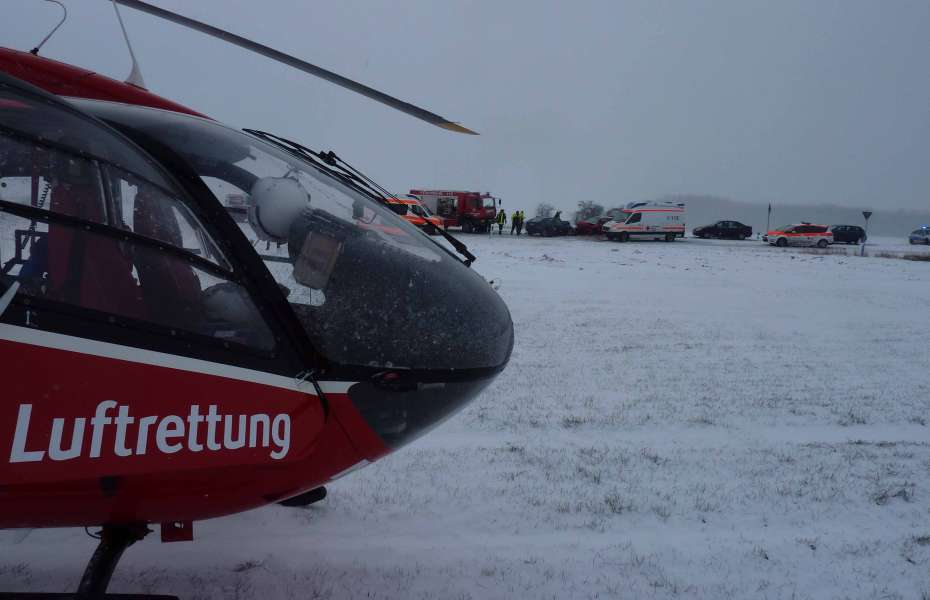 Der Magdeburger Rettungshubschrauber landet direkt an der Unfallstelle.