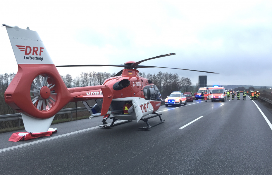 Für den schnellen Transport eines Verletzten wurde die Nordhäuser Besatzung der DRF Luftrettung auf die A 38 alarmiert.