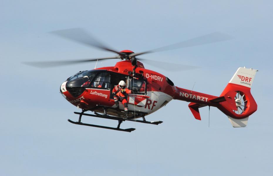 In unzugänglichem Gelände ist der Einsatz der Rettungswinde oft der einzige Weg, Verletzte schnell zu erreichen und auszufliegen. Symbolbild.
