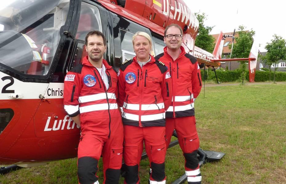 Die Besatzung v.l.n.r.: Notarzt Dr. Andreas Callies, Pilotin Adriana Langer und Rettungsassistent Michael Schwarz