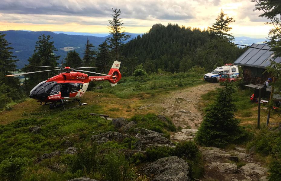 Komplizierte Rettung von lebensgefährlich erkranktem Mann: Die Rettungskräfte arbeiteten Hand in Hand, um den Patienten so schnell wie möglich eine Spezialklinik zu bringen.