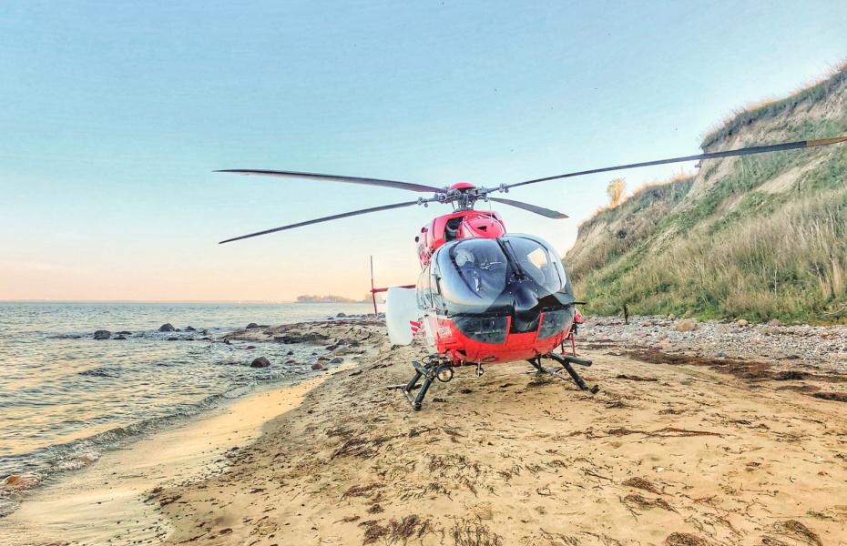 Sturz an der Steilküste: Christoph 42 fand einen Landeplatz am Strand.