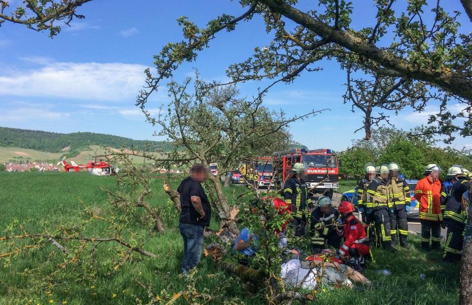 Drei Menschen waren an dem Unfall zwischen Hohenhaslach und Horrheim beteiligt. Zwei wurden verletzt, eine davon schwer.