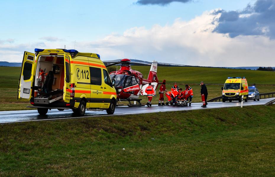 Die Besatzung der DRF Luftrettung aus Suhl flog eine schwer verletzte Frau ins Klinikum Meiningen. Foto: Marcus Heinz.