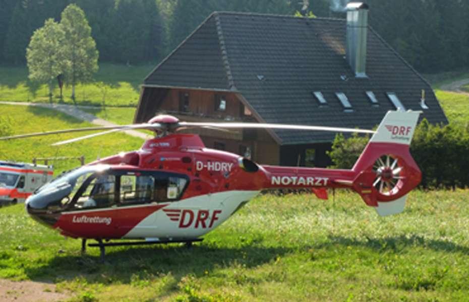"""""""Christoph 11"""" transportierte den Patienten schnellstens in ein Klinik."""