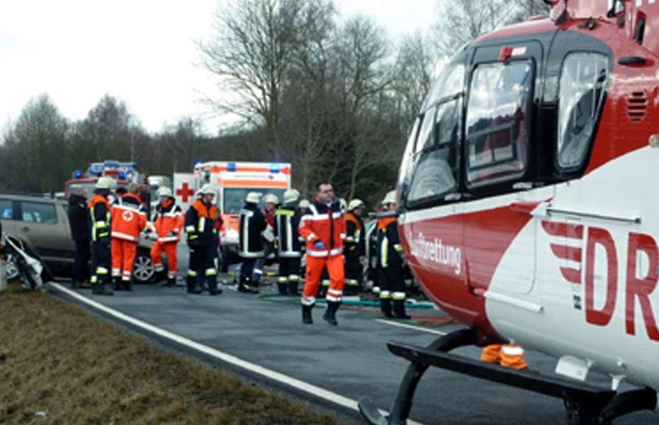 Die medizinische Besatzung der DRF Luftrettung versorgte die Verletzten Hand in Hand mit anderen Rettungsdienstorganisationen