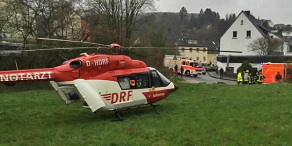 Die DRF Luftretter aus Dortmund im Einsatz nach dem Sturz eines Kleinkindes aus dem dritten Stock.