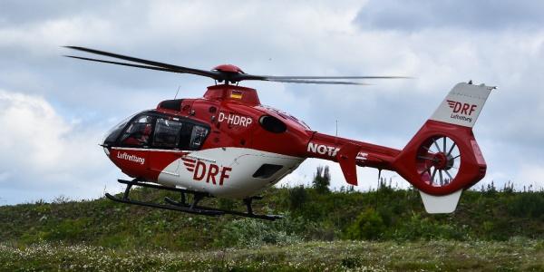 Gemeinsam mit zahlreichen Teilnehmern von Rettungsdiensten und Kliniken aus der Region trainierten die Suhler Luftretter den Ernstfall.