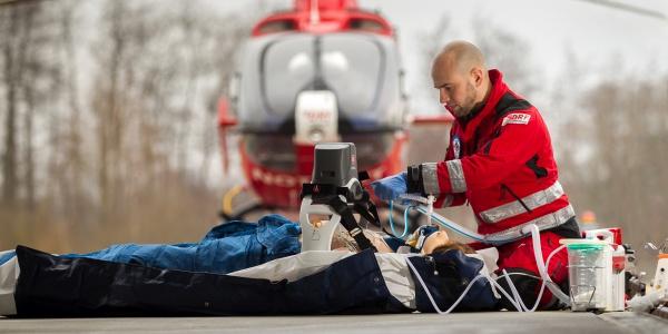 Herzerkrankungen gehören zu den häufigsten Alarmierungsgründen der Hubschrauber der DRF Luftrettung. Symbolbild.