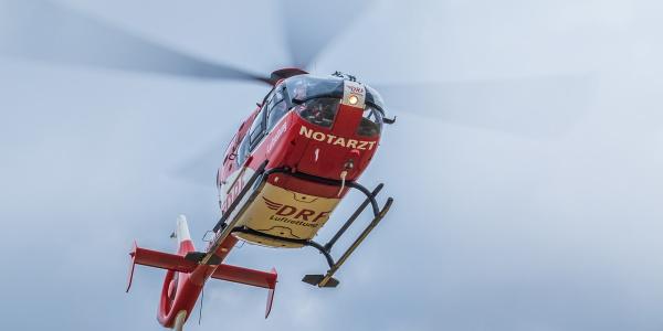 Schnelle Hilfe aus der Luft für eine junge Radfahrerin brachte kürztlich Christoph 64 der DRF Luftrettung aus Angermünde. Symbolbild.