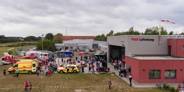 Zahlreiche Besucher nutzten den Tag der offenen Tür bei den Angermünder Luftrettern, um einen Blick hinter die Kulissen zu werfen.