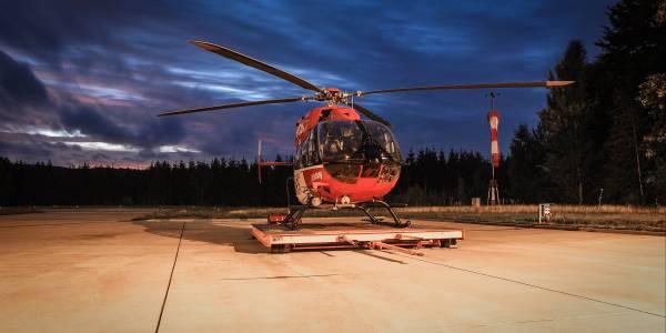 Piloten von Christoph Thüringen der HDM Luftrettung leisten Einsatz mit Nachtsichtbrillen. Symbolbild.