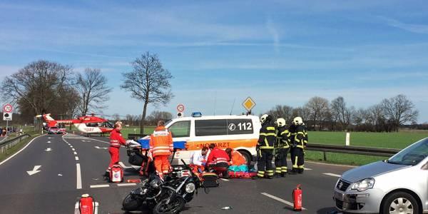 Die Berliner Luftretter im Einsatz nach einem Motorradunfall wegen missachteter Vorfahrt.