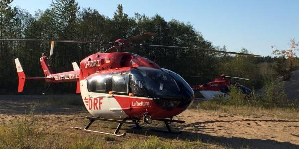 Die rot-weißen Hubschrauber der DRF Luftrettung aus Berlin und Bad Saarow bei Crossunfall im Einsatz.