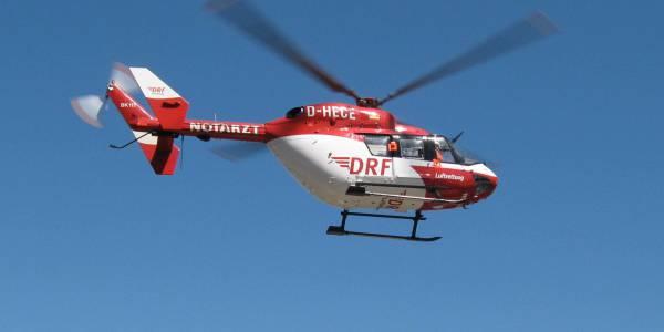 Zur Sicherstellung der Notfallrettung auf dem Festland sowie auf den Inseln und Halligen Ost- und Nordfrieslands startet die DRF Luftrettung von ihrer Luftrettungsstation in Bremen aus täglich zu ihren Einsätzen.