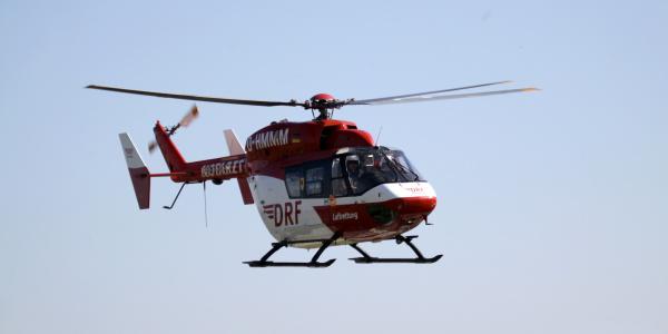 Christoph Europa 5 fliegt schwer verletzten Kite-Surfer in Klinik. Symbolbild.