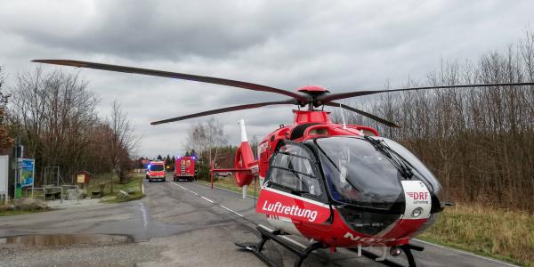 Die Besatzung von Christioph 29 der DRF Luftrettung konnte mit ihrem kleinen Ultraschallgerät die lebensbedrohlichen Verletzungen des verunglückten Arbeiters erkennen.