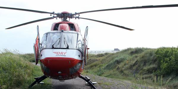 Die DRF Luftrettung wirbt Förderer auf Norderney. Das Foto zeigt den Rettungshubschrauber Christoph Europa 5 aus Niebüll.