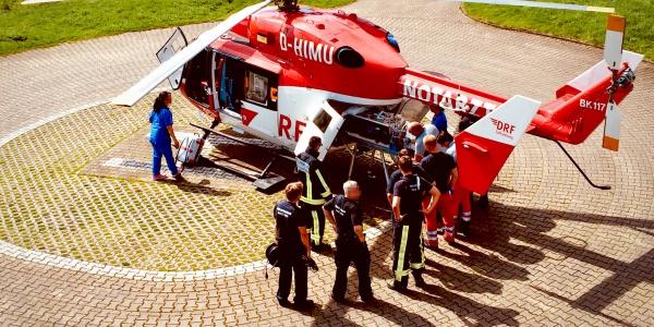 Zeit ist Hirn, unterstreichen Fachgesellschaften und Patientenorganisationen wie die Deutsche Schlaganfall-Hilfe. Für Betroffene ist es überlebenswichtig, so schnell wie möglich in einer sogenannten Stroke Unit, einer auf Schlaganfall spezialisierten Abteilung versorgt zu werden. Christoph Dortmund ist dabei ein unschlagbar schnelles Transportmittel.