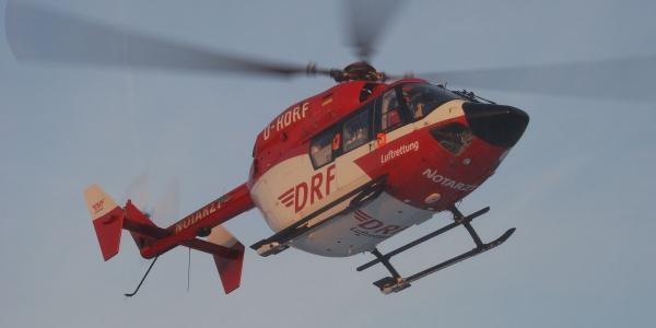 Der Dortmunder Hubschrauber der DRF Luftrettung auf dem Flug zu einem Einsatz. (Symbolbild)