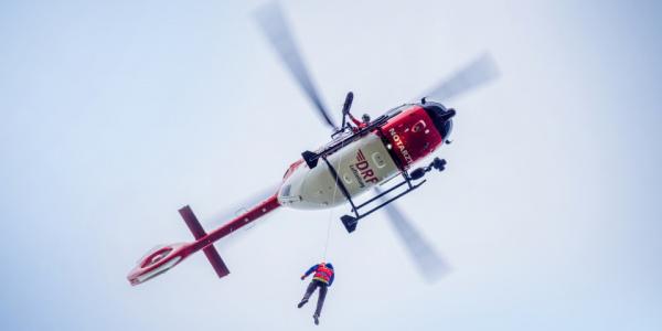 Der in Bautzen stationierte Rettungshubschrauber Christoph 62 ist als einziger in ganz Sachsen mit einer Seilwinde ausgestattet. Symbolbild.