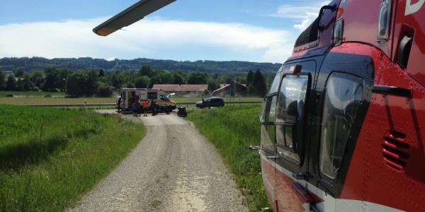 Einsatz in Wilhelmsdorf für Christoph 45: Eine 17-jährige Motorradfahrerin kam von der Straße ab.