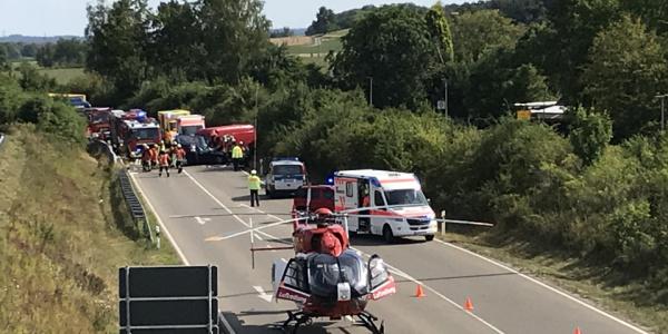 """Der 51-Jährige Pkw-Fahrer hatte sich eine lebensgefährliche Mehrfachverletzung, ein sogenanntes """"Polytrauma"""", zugezogen."""