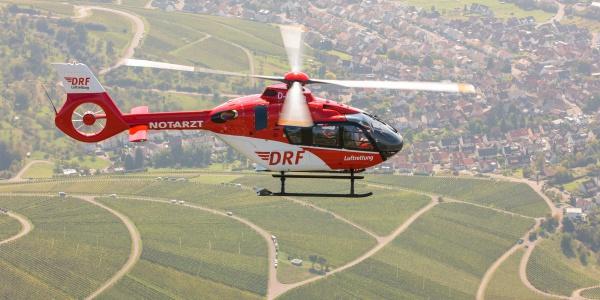 Drei Hubschrauber des Typs H 135 wurden von Airbus an die DRF Luftrettung übergeben.