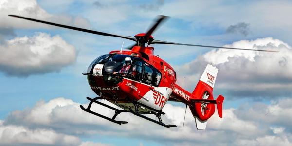Auch Laien können Leben retten. Dies zeigte sich wieder, als ein Mann im April seinen bewusslosen Bekannten reanimierte. Anschließend versorgte die Zwickauer Besatzung der DRF Luftrettung den Patienten. Symbolbild.
