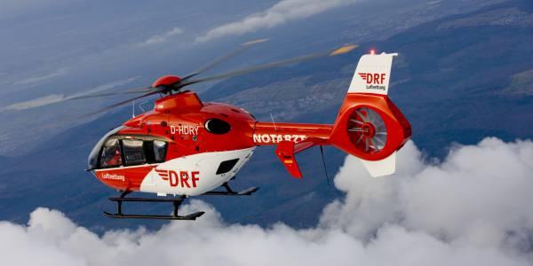 Die Crew von Christoph 38 flog den schwerverletzten Fahrer in eine neurologische Spezialklinik. Symbolbild.