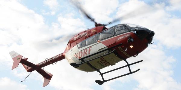 Nach der komplizierten Rettung aus dem Wald fliegt die Besatzung von Christoph Thüringen die Verletzte in eine Klinik. Symbolbild.