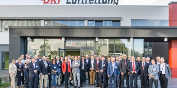 Die Teilnehmer des Symposiums beim Besuch des Operation-Centers der DRF Luftrettung.
