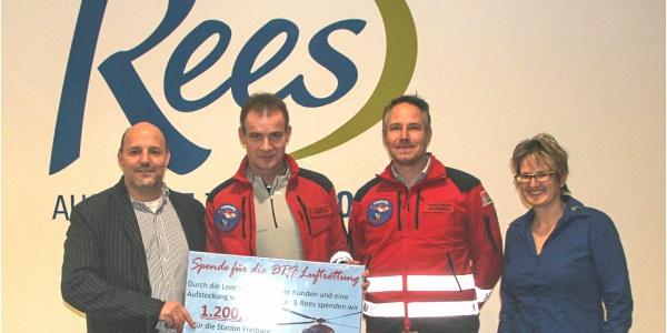 Spendenübergabe an die DRF Luftrettung im neuen Edeka-Markt.