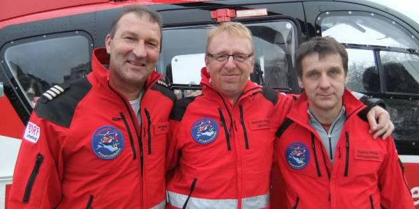 Die Besatzung v.l.n.r.: Stationsleiter Günter Eigenbrodt, Dr. Reinhard Stadler (Ltd. Notarzt), Steph...