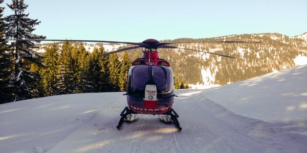 Vier verletzte Skifahrer an einem Tag versorgte die Besatzung von Christoph 45 der DRF Luftrettung kürzlich im Allgäu.