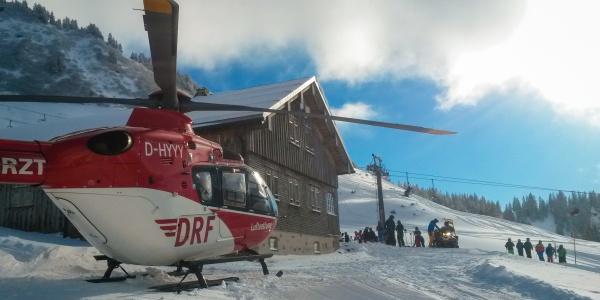 Schnelle Hilfe aus der Luft brachte die Crew von Christoph 45 einer verletzten Skifahrerin am Diedamskopf.