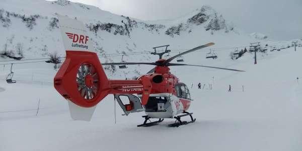 Christoph 45 im Einsatz im Skigebiet Faschina-Fontanella