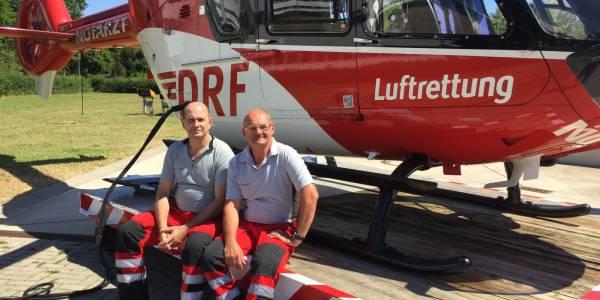 Seit jeweils 25 Jahren auf Christoph 44 der DRF Luftrettung im Dienst: Arno Wickmann und Jörg Stöber.