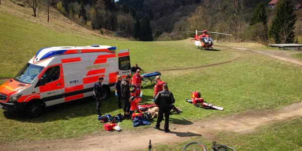 Sturz auf der Mountainbike-Schanze mit üblen Folgen: Ein Radfahrer verletzte sich kürzlich so schwer, dass er an Bord von Christoph 44 in eine Spezialklinik geflogen werden musste.
