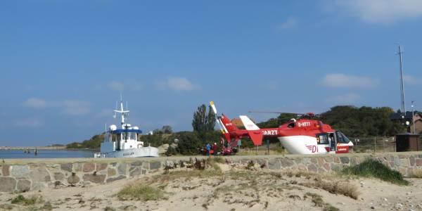 Auf der Greifswalder Oie, einer kleiner Ostseeinsel, erleidet ein Mann eine lebensgefährliche Durchblutungsstörung des Herzens. Nun zählt jede Sekunde!