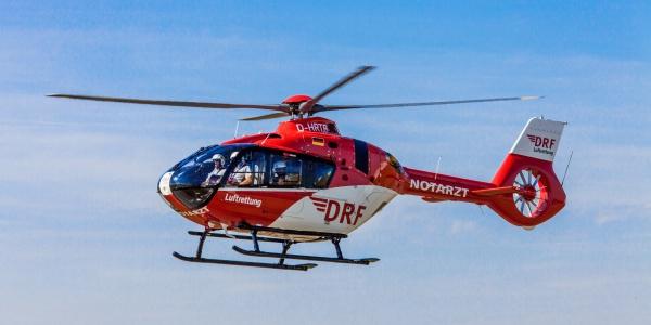 """Mit """"Christoph Halle"""", einem Hubschrauber des Typs H 135, erreichte die Besatzung den Einsatzort innerhalb kurzer Zeit. Symbolbild."""