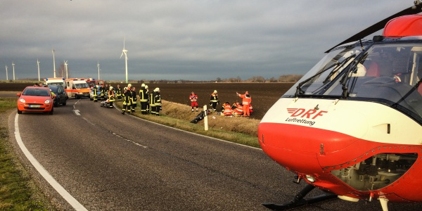 Die Besatzung der DRF Luftrettung konnte direkt neben dem Unfallort landen.