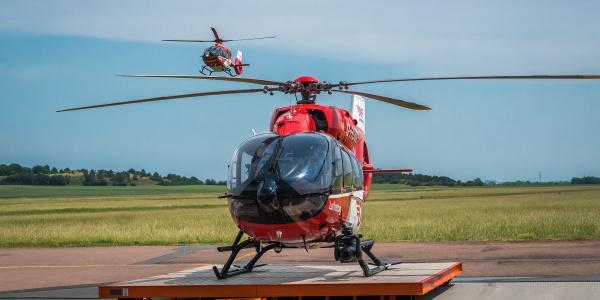 An der Station Halle sind zwei Hubschrauber im Einsatz für schwer kranke und verletzte Menschen: Eine H 145 als Christoph Sachsen-Anhalt und eine H 135 als Christoph Halle.