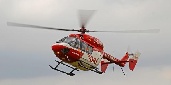 Die Besatzung von Christoph Halle war schnell zur Stelle, um die lebensgefährlich verletzte Reiterin in ein Traumazentrum zu fliegen.