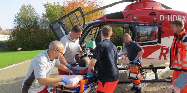 Die Besatzung von Christoph 37 transportiert den Patienten schnell und schonend in ein Herzzentrum.