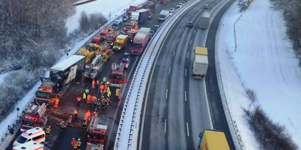 Schwerer Unfall mit Baustellenfahrzeug auf der A9 – Christoph Nürnberg im Einsatz.